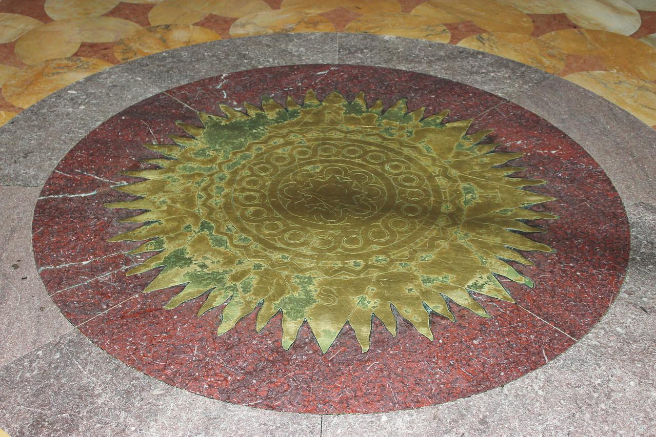 Vestibule Floor Sun Centerpiece
