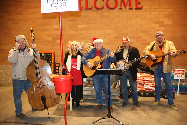 Christmas Caroling at Schnucks  12/22/2016