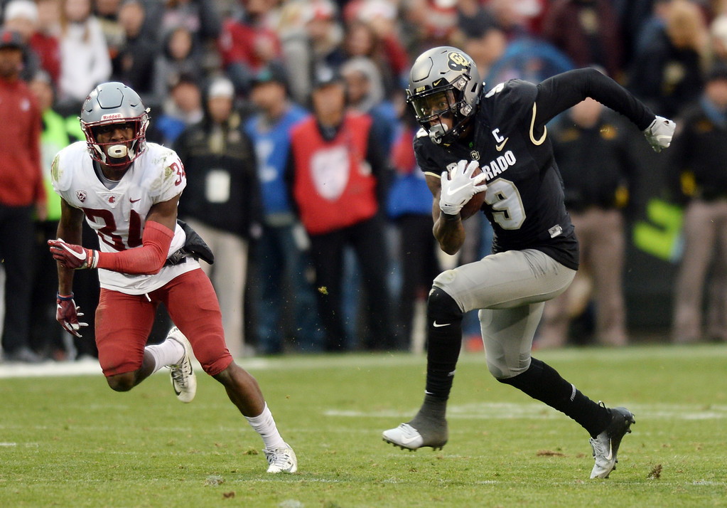 . BOULDER, CO: November 10:  Juwann Winfree, of CU, on the run after a catch during the game with Washington State. (Photo by Cliff Grassmick/Staff Photographer)