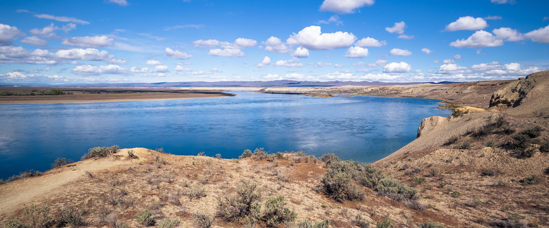Columbia, Mattawa - Bend in the Columbia River below the sand dunes at Hanford Reach