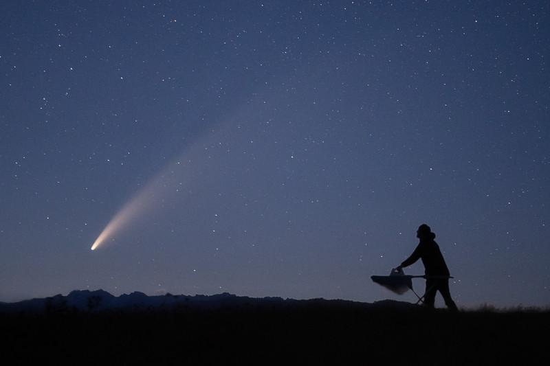 Kittitas, Watts Canyon - Man ironing at night with Comet C2020 F3 NEOWISE