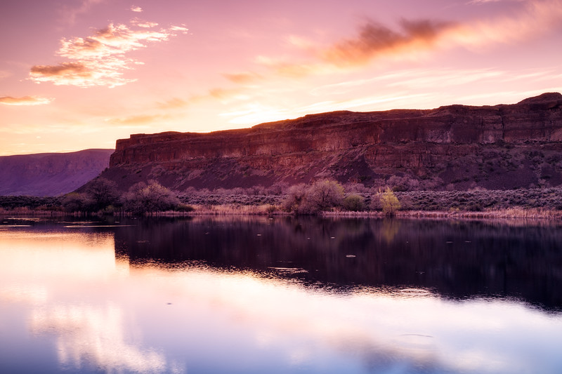 Columbia, Sun Lakes Dry Falls - Cliffs reflected in a lake at sunset