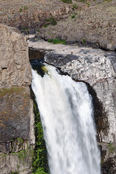 Palouse, Palouse Falls - Close up of top of Palouse Falls in spring melt
