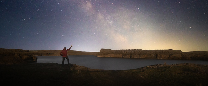 Columbia, Potholes - Man with iron on ledge over Lower Goose Lake in front of Milky Way