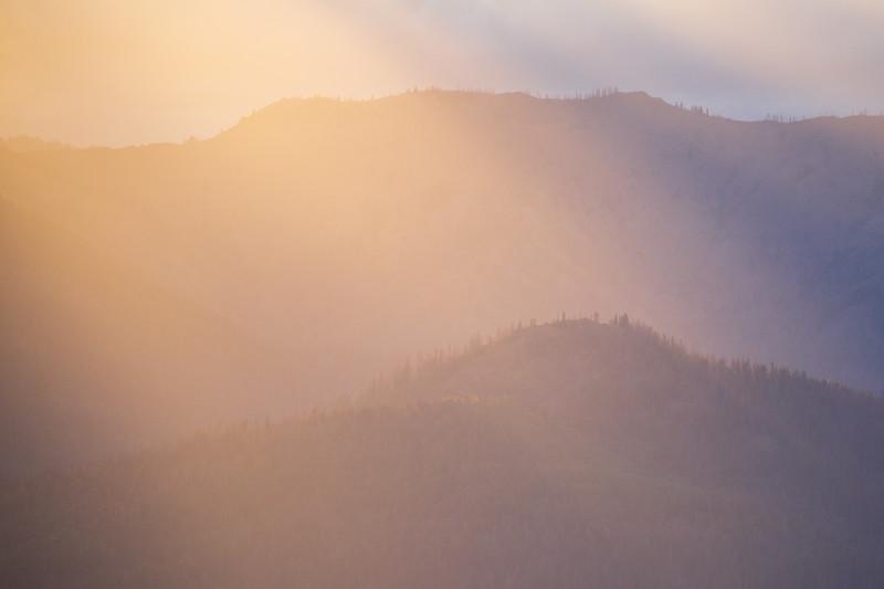 Kittitas, Red Top - Rays of sun bathing a distant ridge