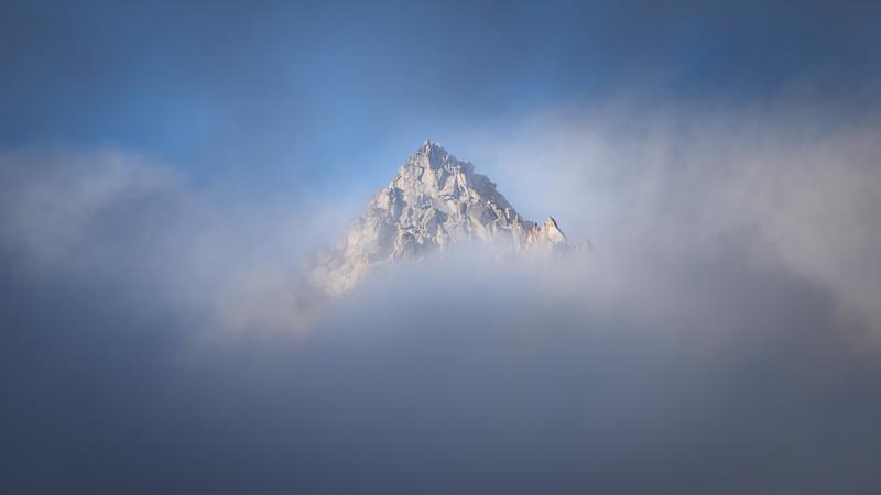 Stuart, Ingalls - Summit of Stuart in the clouds