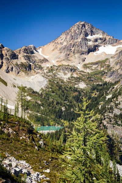Rainy Pass, Maple Pass - Small hidden lake along the trail near Heather Pass