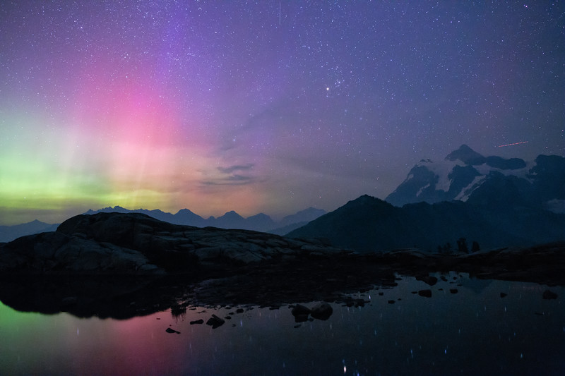 Whatcom, Artist Point - Colorful pink aurora with Mt. Shuksan and lake