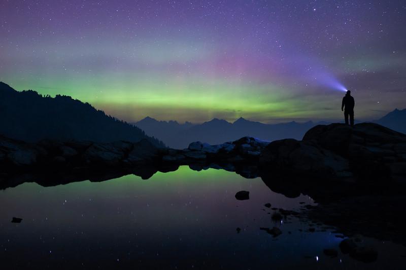 Whatcom, Artist Point - Man with headlamp staring at weak aurora