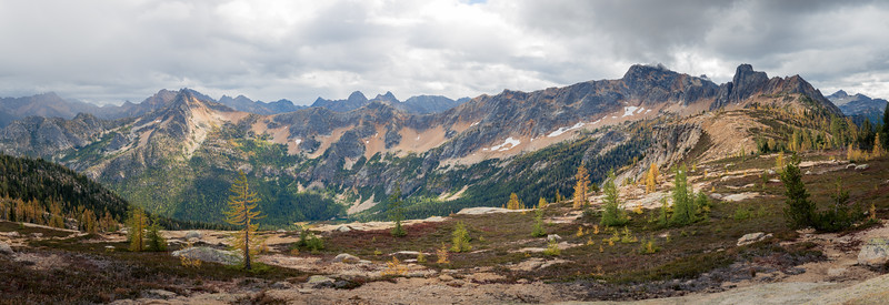 Rainy Pass, Cutthroat Pass - Panoramic view of peaks south of Cutthroat Pass with fall larch