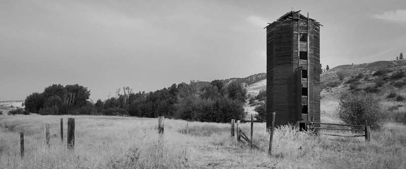 Methow, Winthrop - Abandoned grain silo in black and white