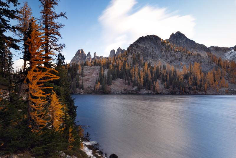 Washington Pass, Blue Lake - Fall color around the lake in long exposure