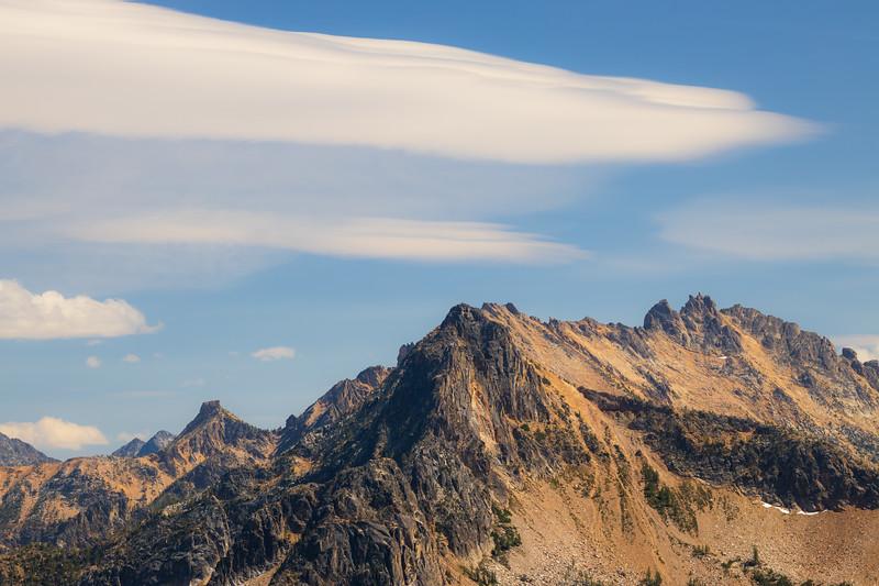 Rainy Pass, Cutthroat Pass - Large lenticular cloud over Hinkhouse Peak, close up