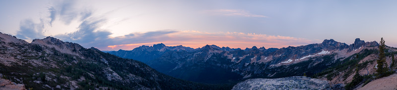 Rainy Pass, Cutthroat Pass - Sunrise panorama of peaks south of Cutthroat Pass