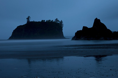 The first evening was spent at Ruby Beach in the pouring down rain.  Luckily, Kalaloch Lodge and our cabin was very close by to dry out all of our gear!