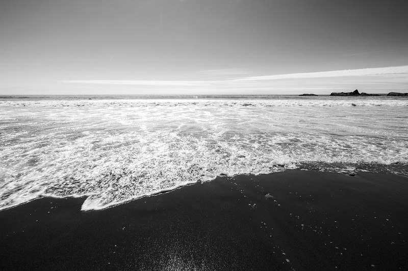 Kalaloch, Beach 4 - Waves coming ashore, black and white
