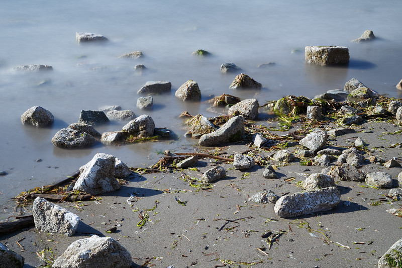 Everett, Howarth Park - Long exposure of waves and rocks on the beach