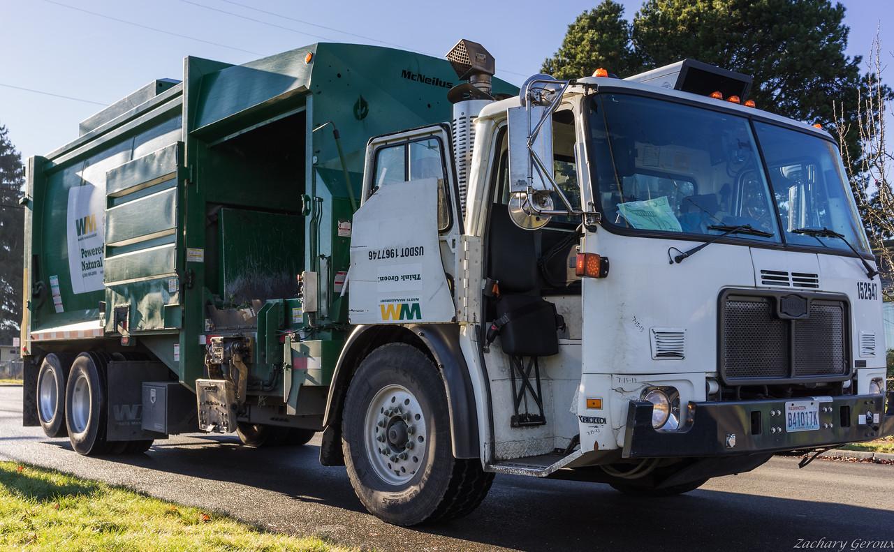 Waste Management Autocar WXLL McNeilus Manual Side Loader