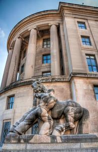 DC-building-statue