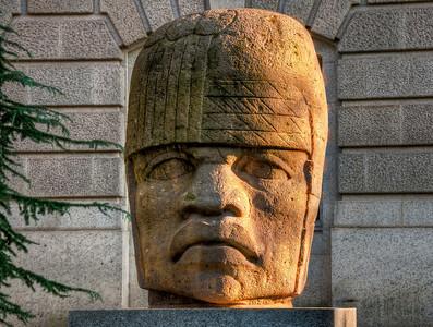 DC-statue-head
