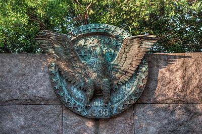 american-eagle-statue