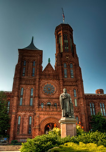 smithsonian-statue