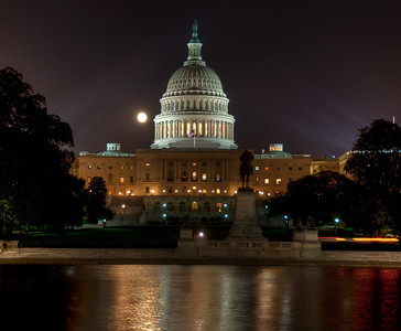 US-capital-night-moon-2