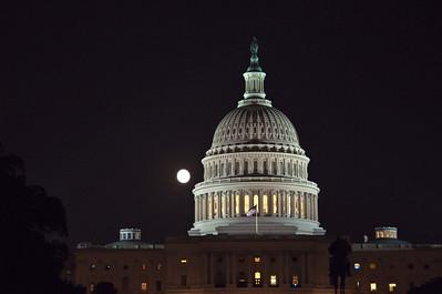 capital-dome-night-moon