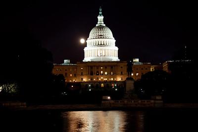US-capital-night-moon-3