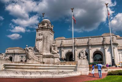 union-station-art-statue