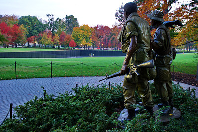 WashDC_Vietnam_Memorial_Statues Wall_RAW8633