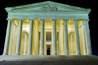 Jefferson Memorial facing the tidal basin