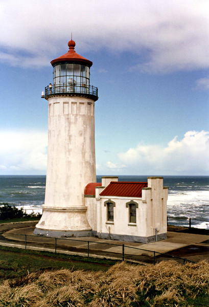 The tower is white, but was painted in camouflage colors during World War II, after a Japanese submarine fired 17 shells at nearly Fort Stevens.