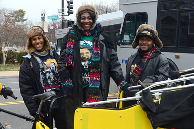 """January 21, 10:44, Free riders (Bicycle rickshaws can't charge fares, accept only """"tips."""")"""