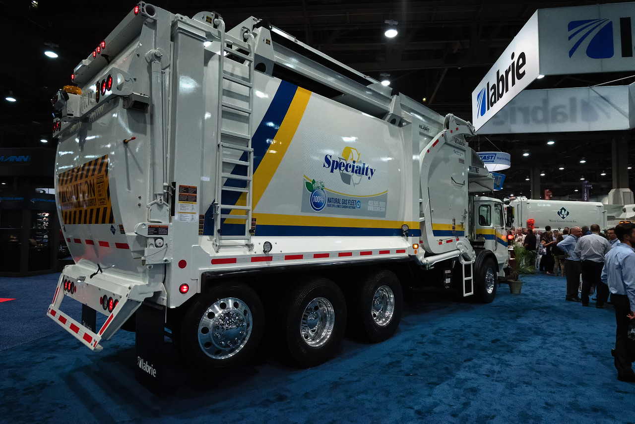 2015 Autocar ACX Labrie Starlight Front Loader
