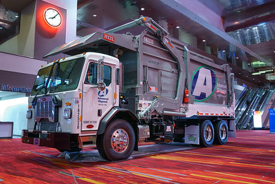 Advanced Disposal 2018 Peterbilt 520 Heil Half Pack Front Loader
