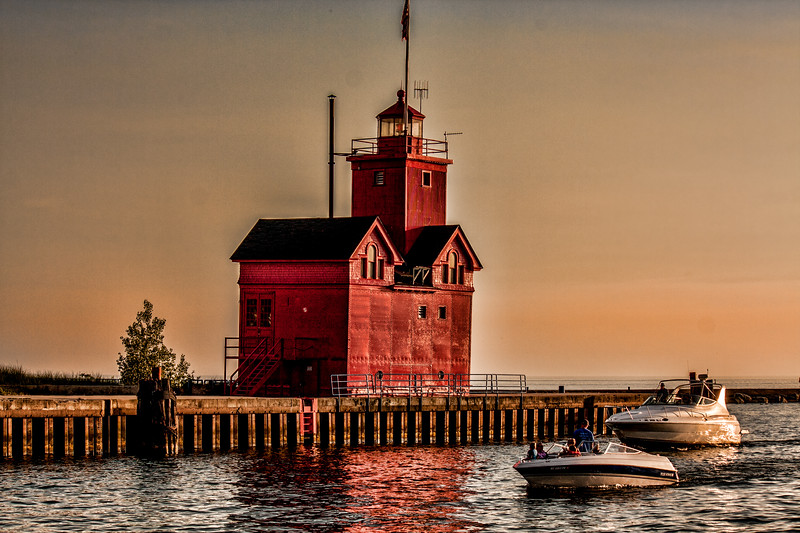 Lake Michigan light house_2421_edited-1.jpg