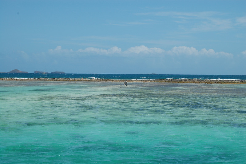 Looking back from our anchoring spot over the reef to the Tobago Cays, from where we sailed that morning.