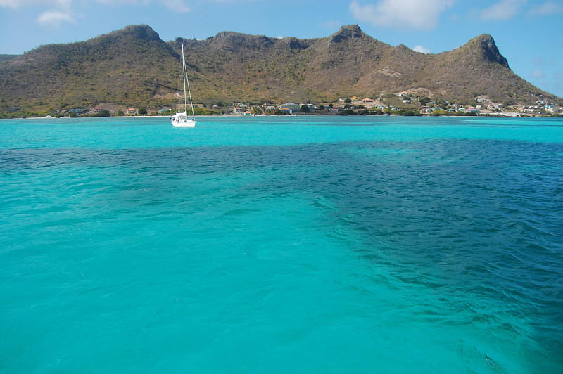 The next day we sailed down the coast of Union a little ways to the bay behind Frigate Island for snorkeling and lunch.