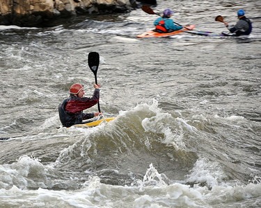 barehanded kayaking in November - now that's a dedicated athlete!