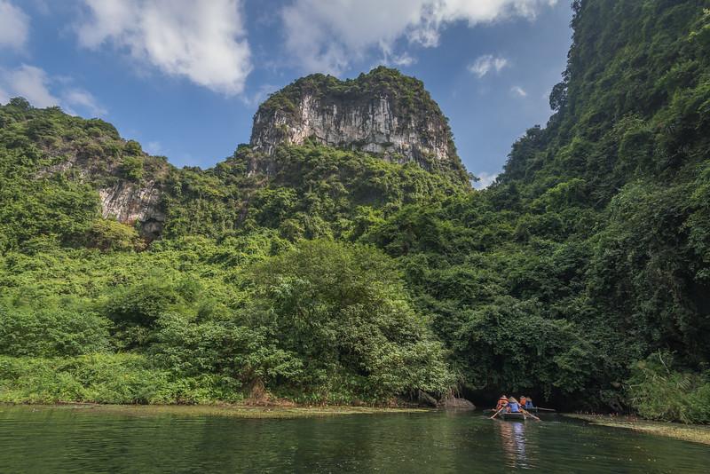 Rowing into the jungle at Trang An