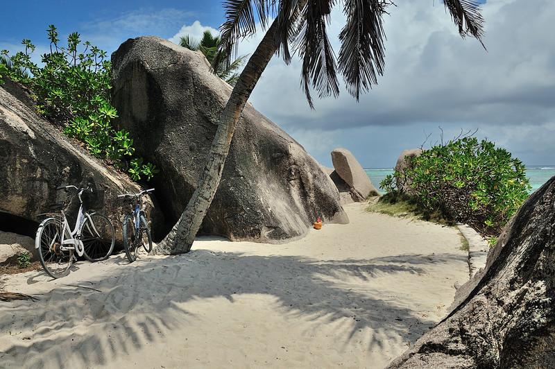 La Digue beach path