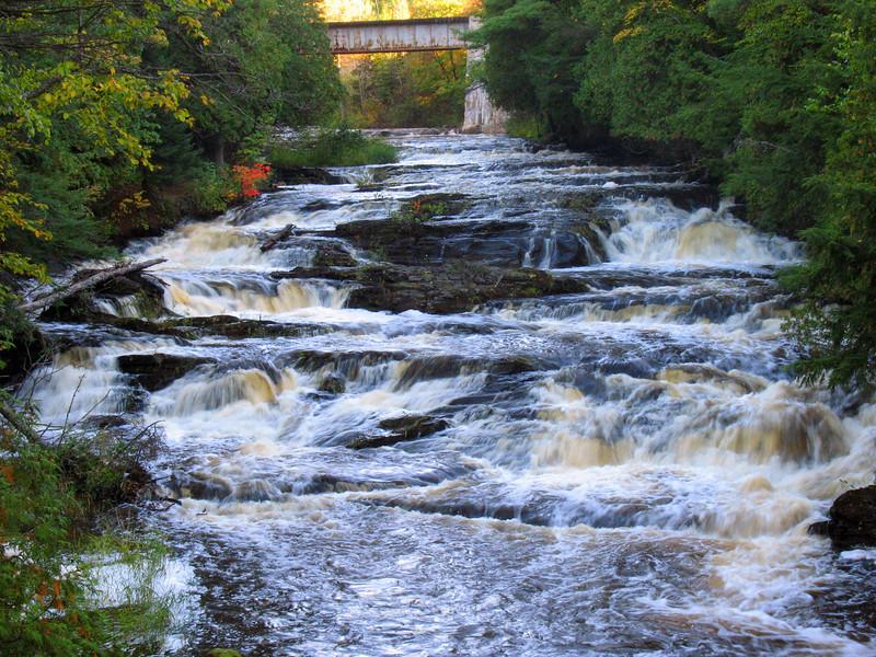 Falls River Falls, Middle