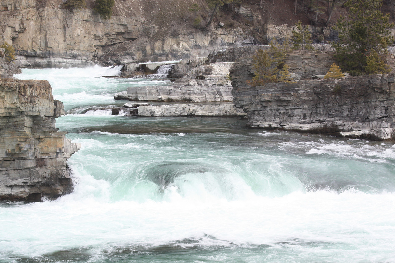 Kootenai Falls is a vast falls consisting of cascades and short drops. It is easily accessible from Hwy. 2 between Libby and Troy, Montana