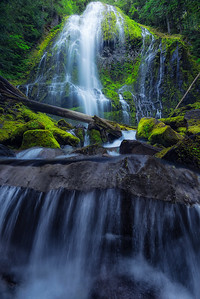 The massive Proxy Falls in Oregon