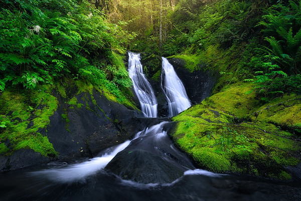 A small but gorgeous waterfalls deep in the Washington forest