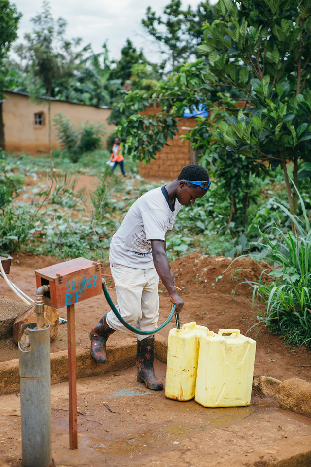 Filling jerry cans at a water point in Kicukiro, Rwanda.
