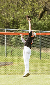 1F1A1523 jpg Logan Hopfinger WHS top of 3, bases loaded catch to end the inning
