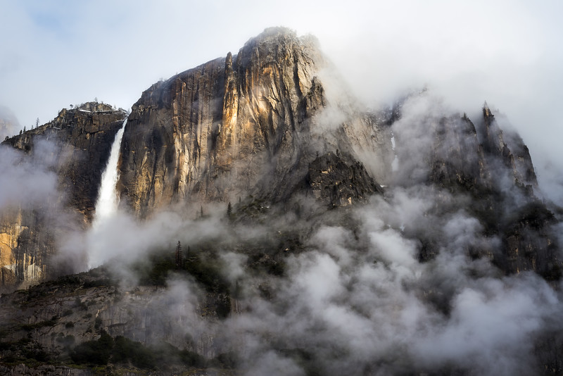 Yosemite Falls sunlight and fog