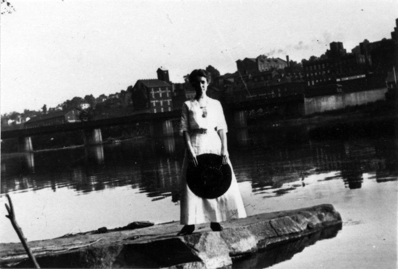 Riverfront ca. 1913 (07435)